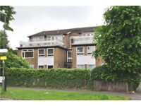 LARGE GROUND FLOOR FLAT IN THE AVENUE VERY SHORT WALK TO STATION