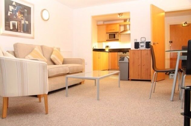 ** STUNNING 1 BED FLAT WITH BALCONY WITH GYM AND POOL IN CANARY WHARF, E14 - AW