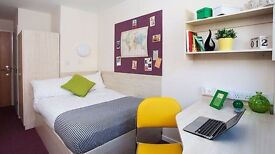 *STUDENTS ONLY* Double ensuite room available in flat in city centre at £121 pw
