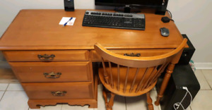 Roxton Wooden desk and chair
