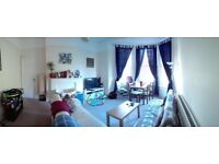 Beautiful and enormous 2 bed 1st floor period flat in central hove benefitting from a shared garden.