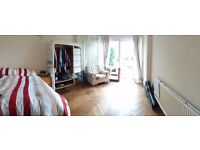 Room to Rent in 5 Bedroom Houseshare in Leafy Oakwood, North London