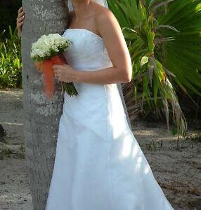 Gorgeous simple  designer Maggie Sottero Wedding Dress