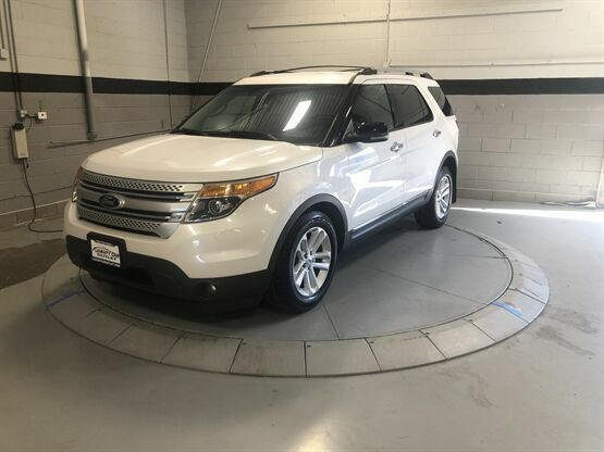 2012 Ford Explorer XLT AWD 4dr SUV White Luxury Car Outlet 630-405-1784