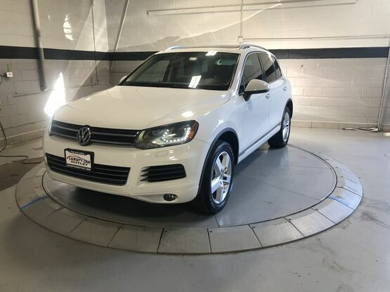 2013 Volkswagen Touareg VR6 Lux AWD 4dr SUV White Luxury Car Outlet 630-405-1784