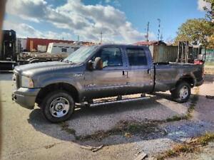 2005 Ford F-250 XLT Pickup Truck