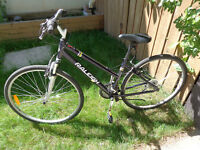 Woman's hybrid RALEIGH bike, front  suspension