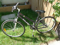 Womans hybrid RALEIGH bike, front  suspension