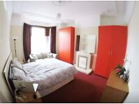 Spacious double room available from 1st AUGUST-only 1min Central line tube-LEYTONSTONE-3rd zone