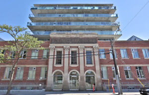 Beautiful 1B/1B Open Concept Loft in the Heart of Leslieville!!