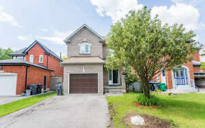 Detach House in Meadowvale for RENT