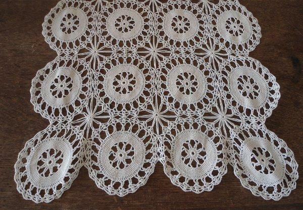 "True Vintage Crochet Lace Table Runner Cream Star Wheel Doily 30"""