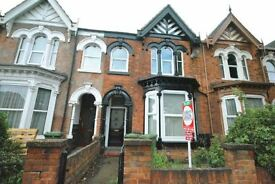 2 bedroom flat in Hainton Avenue, Grimsby