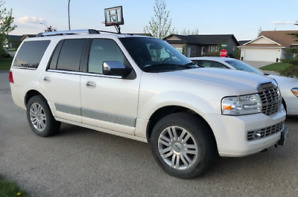 Lincoln 2011 Navigator Super Low KMs (81,000) - $24,500 Firm