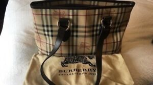 AUTHENTIC NEW CONDITION BURBERRY PURSE
