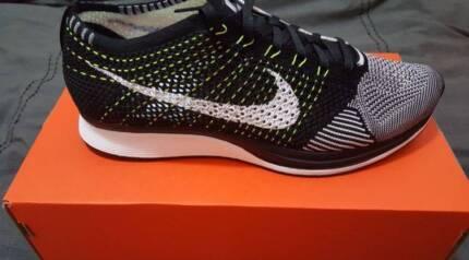 Nike Flyknit Racer Black/White | US 10.5