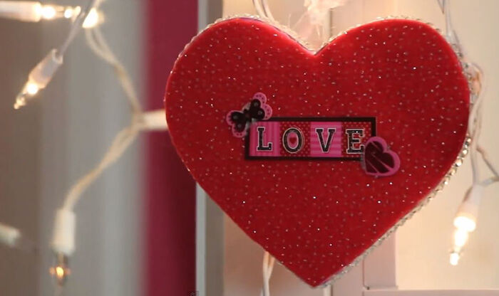 diy hearts and lights for easy valentines day room decor