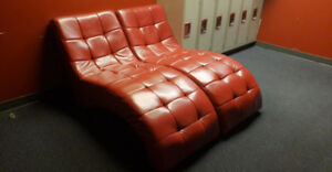 Icon Curved Red Chaise
