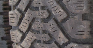 215/60 R16 (4) Goodyear Nordic winter tires