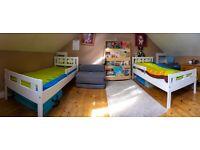 2 cute children beds + 2 matrasses + 2 blankets