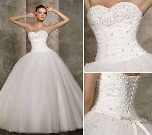 Beautiful wedding dress! (it includes petticoat)