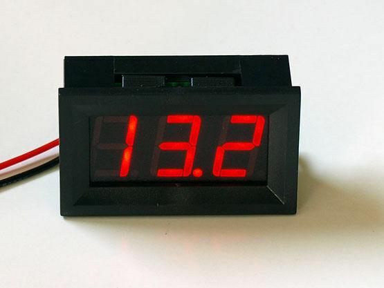 blau Einbau kfz Qualität Voltmeter 8-30V !keine extra Spannung nötig LED rot