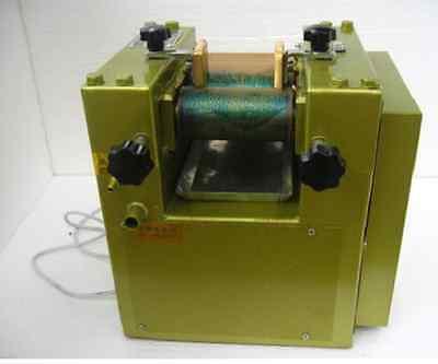 Three Roll Grinding Mill Grinder Roller Machine Application 3-18um3 Times 5kgh