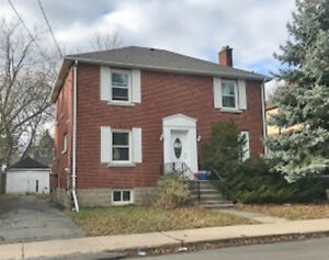 Queen's Students - 6 Bedroom House for rent on Collingwood