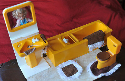 REDUCED - SINDY Doll PEDIGREE IMMACULATE Bathroom/original accessories BOXED