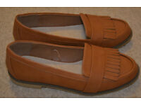 BNWT Ladies Loafer tan flat size 4 - Wide Fit - leather insoles New
