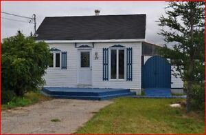 2 chalets\ maison a vendre sur le même terrain a Natashquan