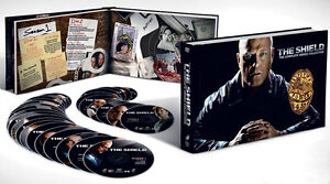 The Shield series complet avec grand coffret, comme neuf, Invasi