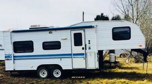 1995 prowler camper- excellent condition!!