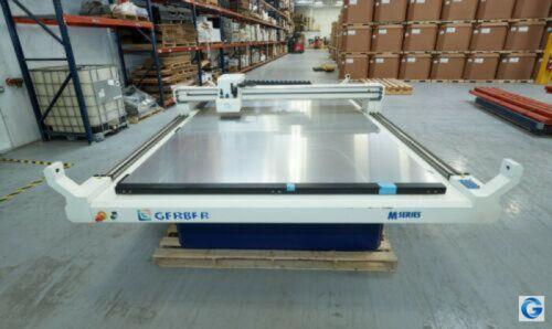 Gerber M3000 Flatbed Cutter