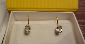 *** Stunning gold earrings with gemstone