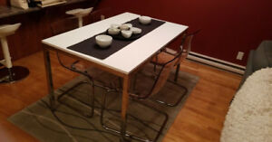 Classy dinning table with chairs included! (price is negociable)