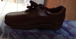Brand New men's orthopaedic shoes size 8.