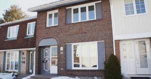 4 BEDROOMS CONDO TOWNHOUSE EXCELLENT LOCATION MUST SEE!!!!