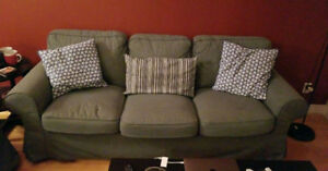 Living room couch for sale! (price is negociable!)