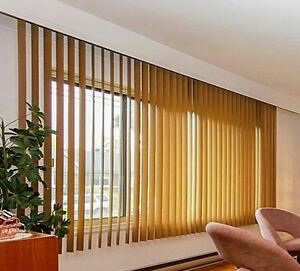 ● Deux STORES VERTICAUX ● Two VERTICAL BLINDS ●