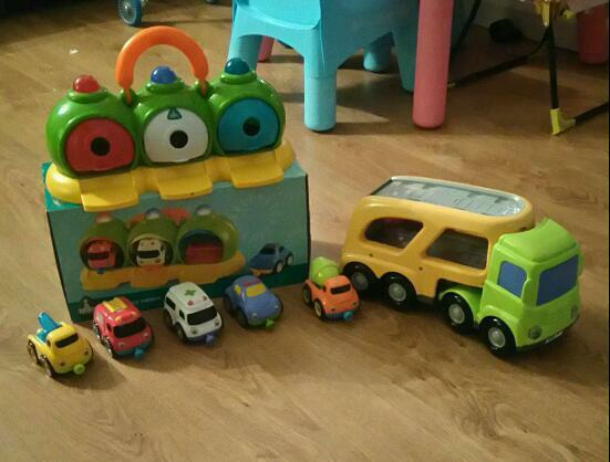 Lorry & garage with cars