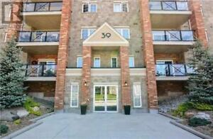 #408 -39 FERNDALE DR S Barrie, Ontario