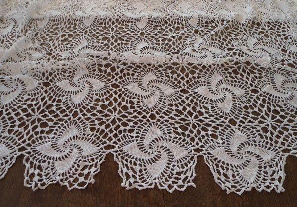 Vintage Crochet Lace Tablecloth Bedspread Pinwheel Stars Scalloped Picots