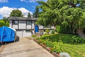 Great Cloverdale Family Home!