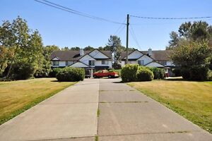 (VIRTUAL TOUR) Centrally Located 3 Bedroom Duplex!