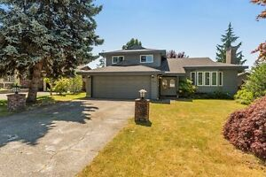 (VIRTUAL TOUR) Fantastic Split Level Home!