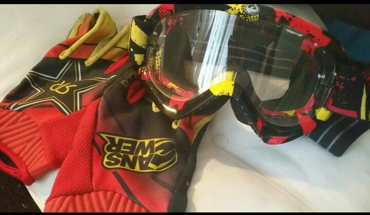 Motorcycling/Speedway Goggles and gloves
