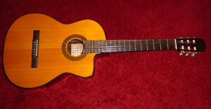 TAKAMINE ELECTRIC CLASSICAL GUITAR West Island Greater Montréal image 1