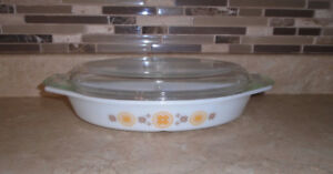 Pyrex Town & Country 1-1/2 Quart Divided Casserole Serving Dish