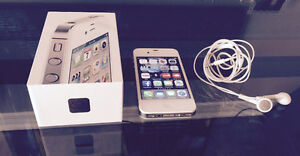 Apple iPhone 4S 16GB white with portable Logitech music speakers
